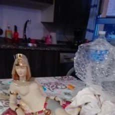 Antigüedades: FIGURA EGIPCIA PORCELANA O CERÁMICA. Lote 195035030