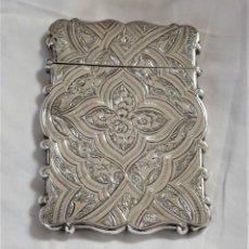 Antigüedades: TARJETERO DE PLATA DE LEY, CUÑOS. 1862 REINA VICTORIA. PLATERO G.U. BIRMINGHAM.. Lote 195044456