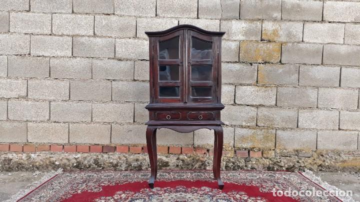 Antigüedades: Pequeña vitrina expositora antigua estilo inglés. Vitrina antigua. - Foto 2 - 195057176