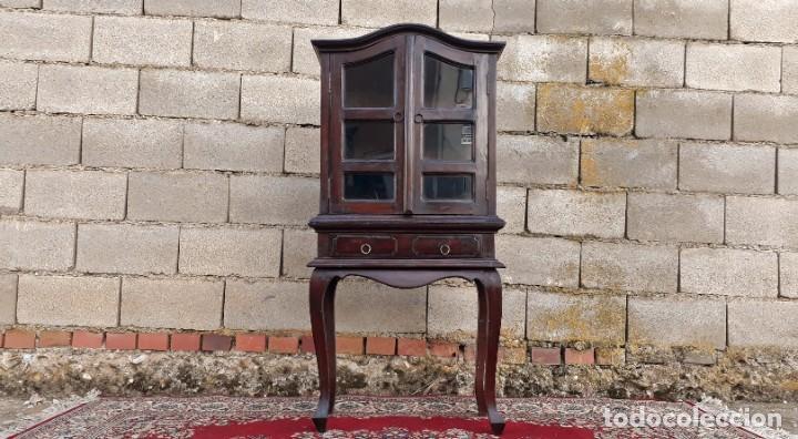 Antigüedades: Pequeña vitrina expositora antigua estilo inglés. Vitrina antigua. - Foto 6 - 195057176