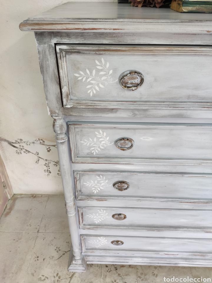 Antigüedades: Comoda 5 cajones restaurada en gris y blanco Shabby chic - Foto 3 - 195059410