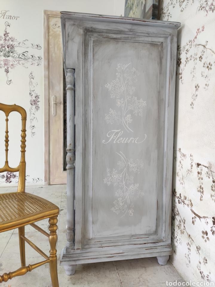 Antigüedades: Comoda 5 cajones restaurada en gris y blanco Shabby chic - Foto 4 - 195059410