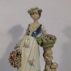 Antigüedades: FIGURA DE PORCELANA DE NADAL - DAMA CON ANGELES. Lote 195065286