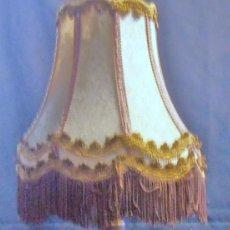 Antigüedades: PANTALLA DE LAMPARA MUY ANTIGUA, DE ESTILO ROMANTICO. Lote 195066113