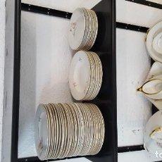 Antigüedades: VAJILLA ANTIGUA -ROYAL CHINA-, VIGO, DE 66 PIEZAS. Lote 195083580