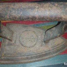 Antigüedades: PLANCHA MUY ANTIGUA DE BRONCE. Lote 195086603