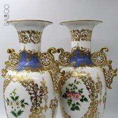 Antigüedades: PAREJA DE JARRONES ISABELINOS. Lote 195089057