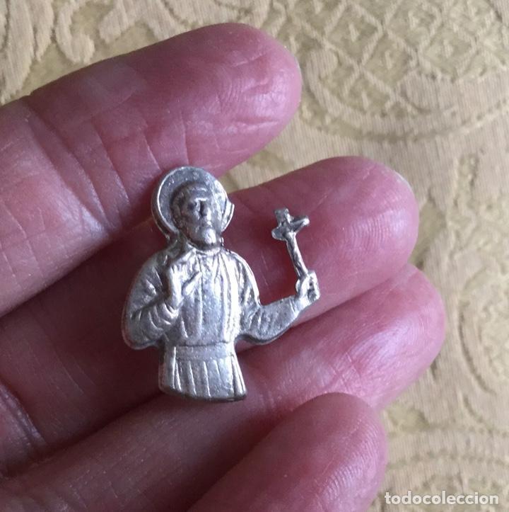 Antigüedades: ANTIGUO ALFILER, PIN DE PLATA DE SAN FRANCISCO JAVIER - Foto 4 - 195104418