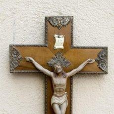 Antigüedades: CRUCIFIJO DE MADERA Y CRISTO . Lote 195105778