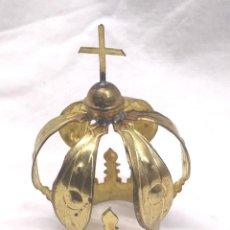 Antigüedades: CORONA LATON CINZELADO Y REPUJADO PARA IMAGEN RELIGIOSA AÑOS 40. MED. 6,50 CM ALTURA. Lote 195110051