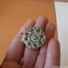 Antigüedades: FÍBULA ROMANA EN FORMA ROSETA, 200-400DC, EN BRONCE SIN LIMPIAR. Lote 195110403