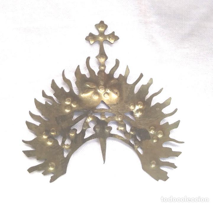 Antigüedades: Diadema Corona Laton Cinzelado y repujado para Imagen Religiosa años 40. Med. 6,50 x 7 cm - Foto 2 - 195110450