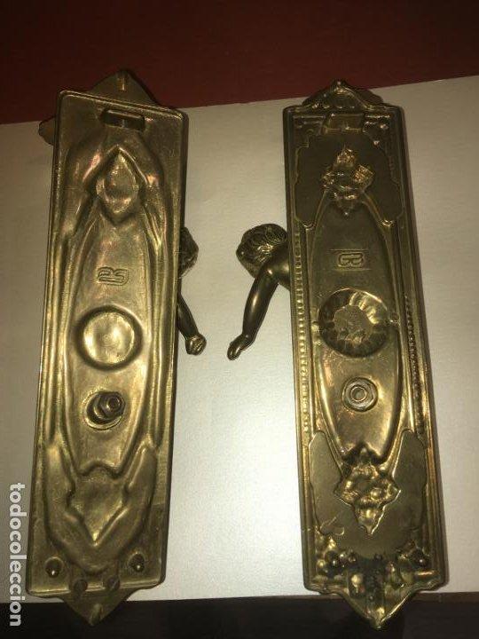 Antigüedades: Dos apliques candelabros de pared angeles en bronce, miden 30 x 10 cms. vilr - Foto 4 - 195118947