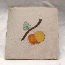 Antigüedades: TOMATE AZULEJO CATALÁN SERIE FRUTAS S XIX. MED. 13 X 13 CM. Lote 195122642