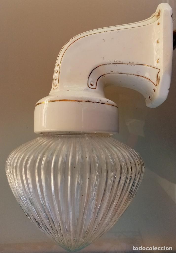 BONITA LÁMPARA DE PARED DE PORCELANA Y VIDRIO RAYADO / AÑOS 30 / MODERNISMO (Antigüedades - Iluminación - Lámparas Antiguas)