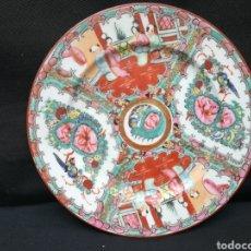 Antigüedades: VIEJO PLATO DE PORCELANA MACAU. Lote 195134716