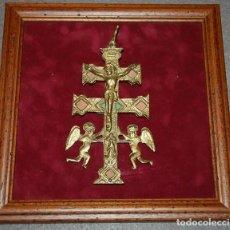Antigüedades: CRUZ DE CARAVACA DE BRONCE . Lote 195139180