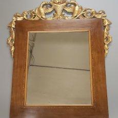 Antigüedades: ESPEJO GRECA MARQUETERIA TALLA EN PAN DE ORO. Lote 195143827