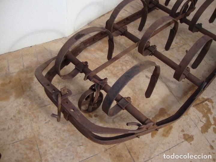 Antigüedades: ANTIGUA GRADA DE 9 GANCHOS - Foto 3 - 195162133