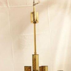 Antigüedades: LÁMPARA DE TECHO DE DISEÑO. ESTILO VINTAGE. LATON Y CRISTAL. CIRCA 1960. . Lote 195173101