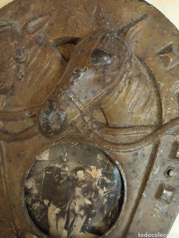 Antigüedades: Antiguo marco herradura metal y madera - Foto 3 - 195182992