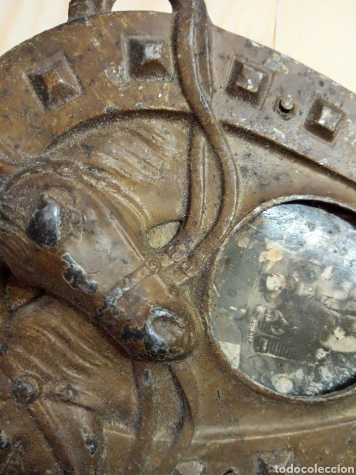 Antigüedades: Antiguo marco herradura metal y madera - Foto 4 - 195182992