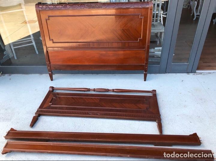Antigüedades: Preciosa cama de madera de caoba maciza tallada y lacada. - Foto 2 - 195184957