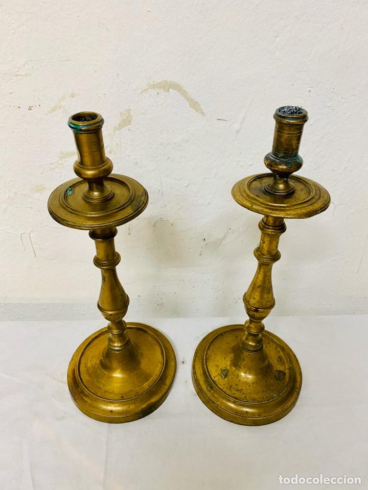 Antigüedades: Candelabros de bronce del siglo XVII. Rareza. 35 cm de alto. - Foto 2 - 195197080