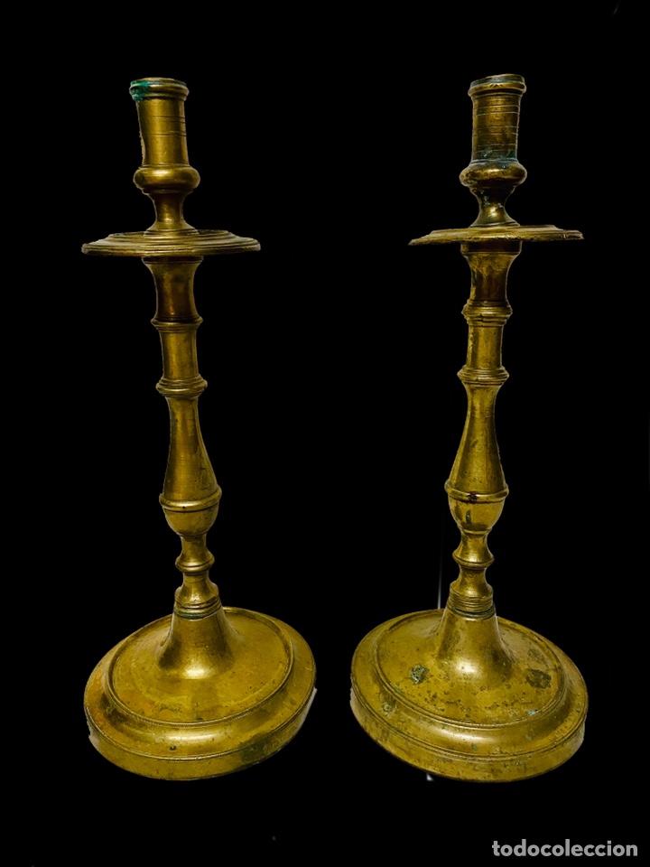 CANDELABROS DE BRONCE DEL SIGLO XVII. RAREZA. 35 CM DE ALTO. (Antigüedades - Iluminación - Candelabros Antiguos)