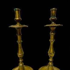Antigüedades: CANDELABROS DE BRONCE DEL SIGLO XVII. RAREZA. Lote 195197080