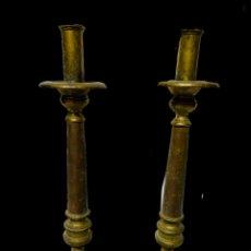 Antigüedades: CANDELABROS DE BRONCE XVII. NOBLES. Lote 195197246