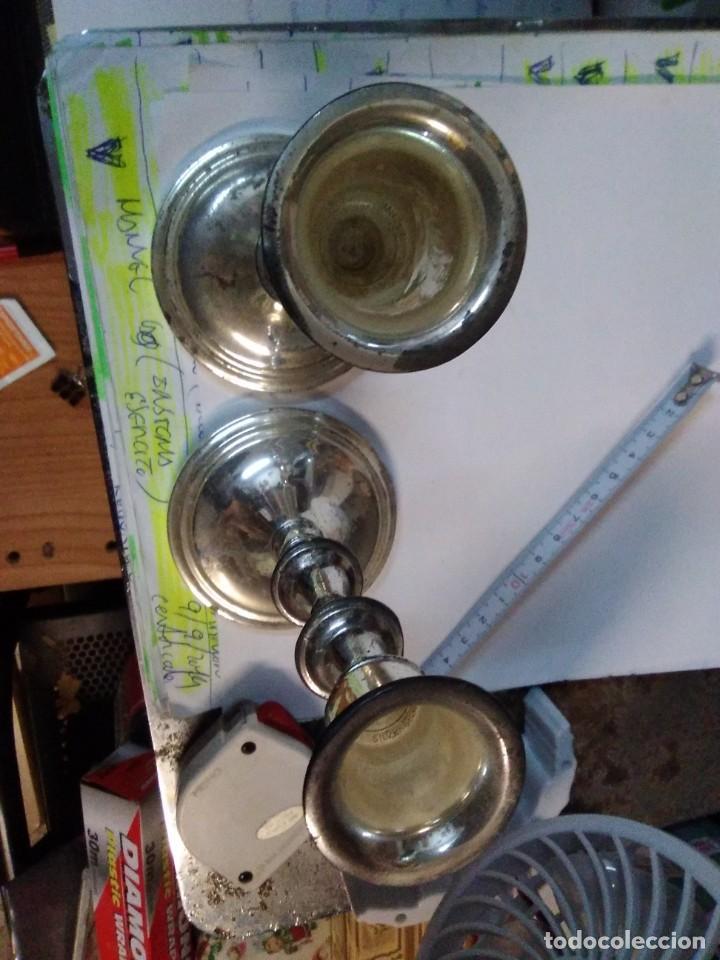 Antigüedades: 2 candelabros metálicos de 15 centímetros - Foto 3 - 195198463