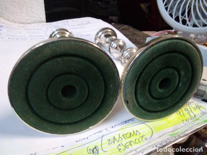 Antigüedades: 2 candelabros metálicos de 15 centímetros - Foto 4 - 195198463