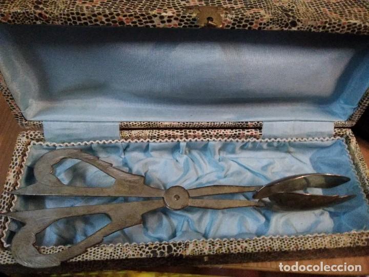 ANTIGUO ÚTIL DE COCINA EN SU CAJA. CREO PARA COGER PORCIONES DE POSTRE (Antigüedades - Plateria - Varios)