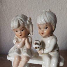 Antigüedades: LINDA FIGURA DE LA INFANCIA EN PORCELANA, SELLADA MADE IN TAIWAN.. Lote 195202436