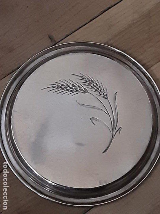 Antigüedades: Platito para el pan espiga labrada, plata de ley contrastada. Peso 27 grs. Diam. 10,6 cms - Foto 4 - 195203973