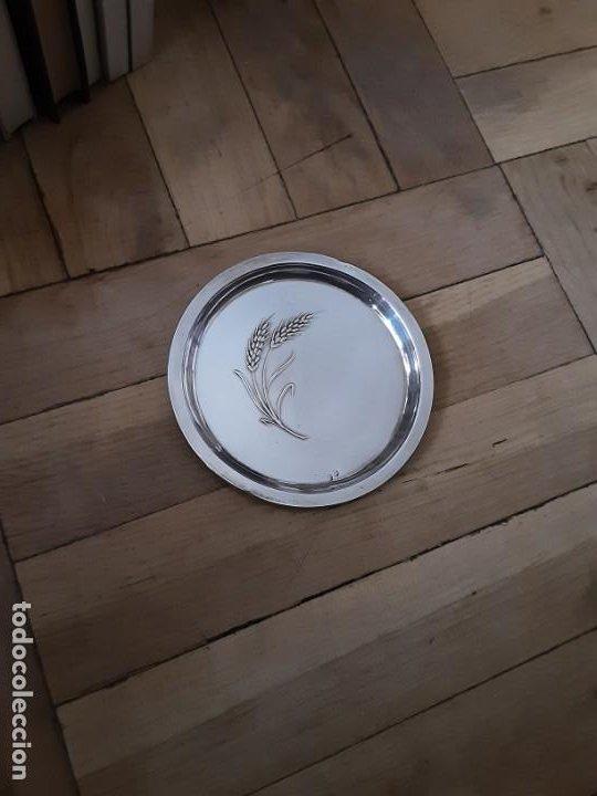 Antigüedades: Platito para el pan espiga labrada, plata de ley contrastada. Peso 27 grs. Diam. 10,6 cms - Foto 5 - 195203973