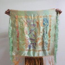 Antigüedades: PAÑUELO MANTÓN DE SEDA CON FLECOS (J19). Lote 195208000