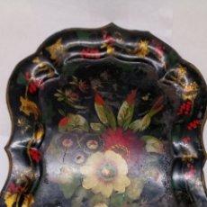 Antigüedades: BANDEJA DE METAL CON PINTURA ISABELINO SIGLO XVIII. Lote 195227728