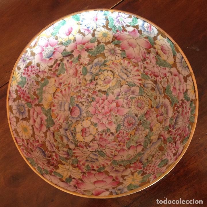 Antigüedades: Gran cuenco con cuchara. Macao. Años 50. Esmalte y oro. - Foto 2 - 195227945