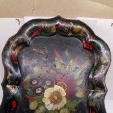 Antigüedades: BANDEJA DE METAL CON PINTURA ISABELINA SIGLOXVIII. Lote 195227975