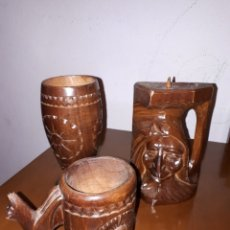 Antigüedades: CANDELABRO Y 2 JARRAS DE MADERA TALLADA. Lote 195229171