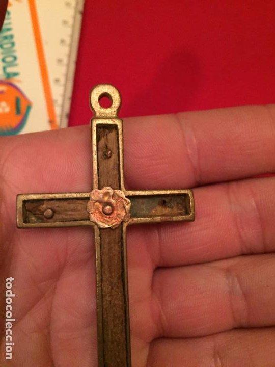Antigüedades: Antigua cruz / crucifijo de latón y madera del siglo XIX - Foto 4 - 195230748