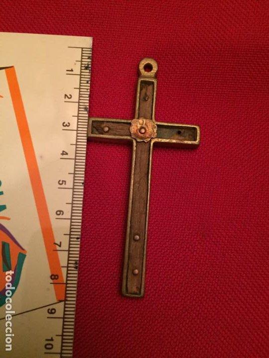 Antigüedades: Antigua cruz / crucifijo de latón y madera del siglo XIX - Foto 5 - 195230748