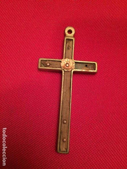 ANTIGUA CRUZ / CRUCIFIJO DE LATÓN Y MADERA DEL SIGLO XIX (Antigüedades - Religiosas - Crucifijos Antiguos)