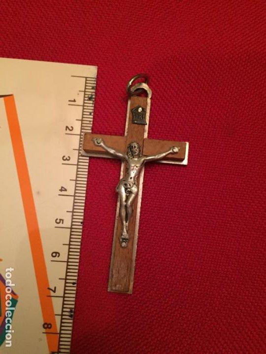 Antigüedades: Antigua cruz / crucifijo de metal plateado y madera años 60 - Foto 2 - 195230862
