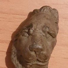 Antigüedades: APLIQUE ROMANO EN BRONCE CON CABEZA DE LEÓN. Lote 195234537