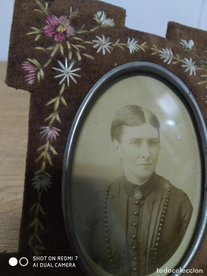 Antigüedades: Portafotos S-XIX terciopelo y bordado - Foto 2 - 195235455