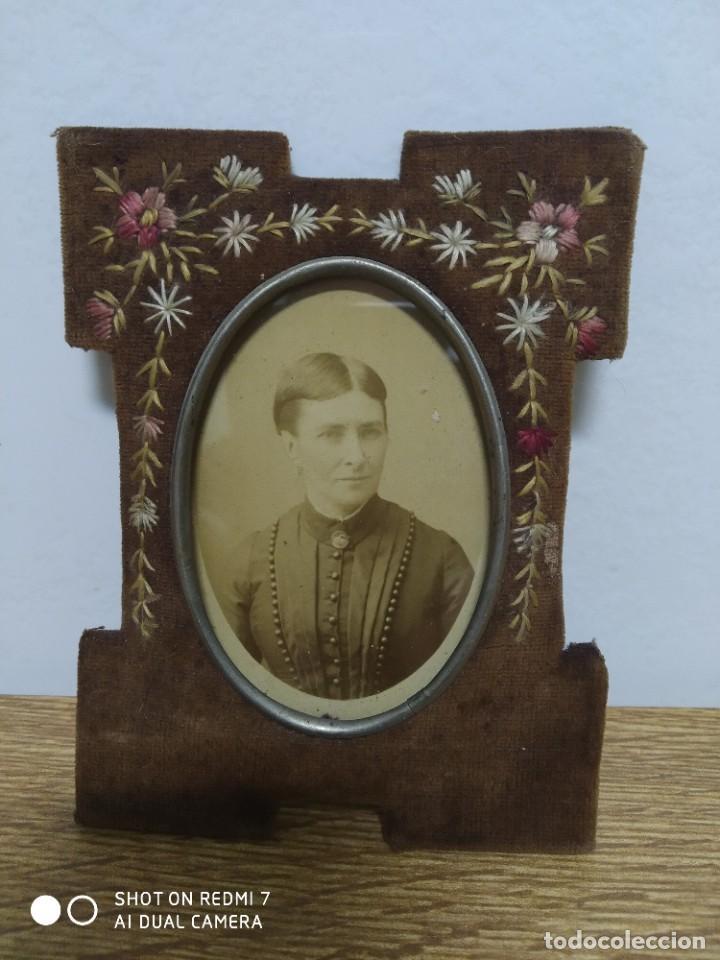 Antigüedades: Portafotos S-XIX terciopelo y bordado - Foto 4 - 195235455