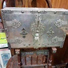 Antigüedades: BARGUEÑO DE PLATA Y MADERA. Lote 195247192
